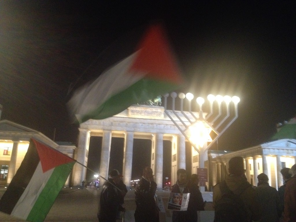 Palestinian solidarity demonstrations in front of the Brandenburger Tor, Berlin, 10 Dec 2015